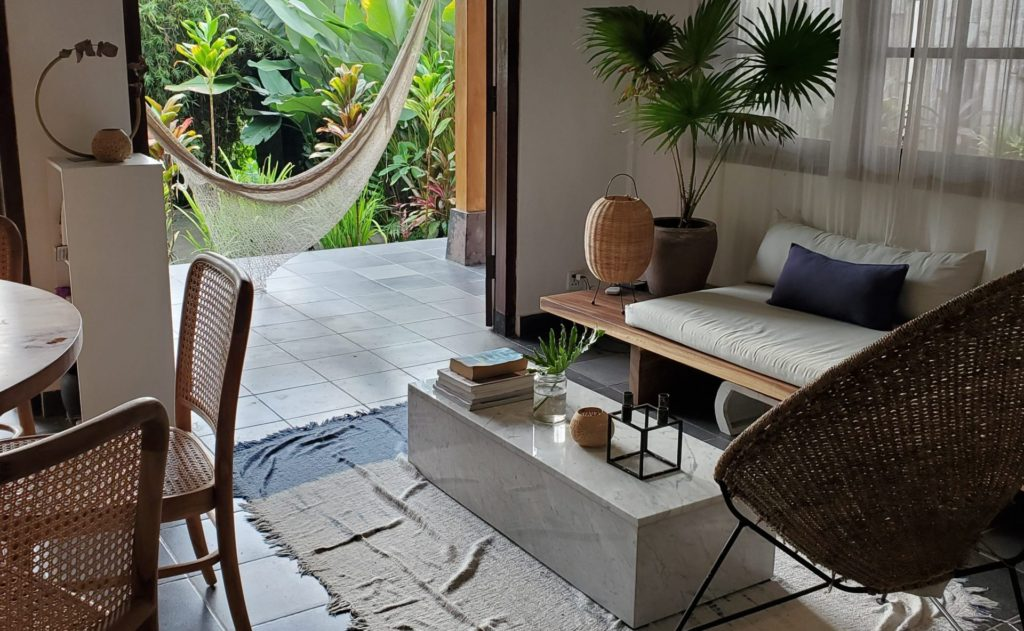 Cozy yoga home and treehouse close to central Ubudリビングルーム